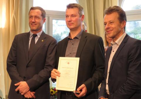 Olivier Hault, co-fondateur de la société Level IT, reçoit le brevet du Mérite  wallon pour l'initiative de la Bourse aux dons.